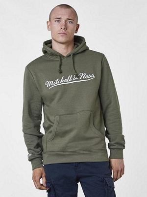 Street & luvtröjor - Mitchell & Ness M&N Script Logo Hoody Olive/Bllack