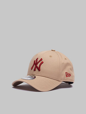 Kepsar - New Era 9Forty New York Yankees Camel/Red