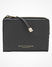 Plånböcker - Tiger of Sweden Leonara Small Leather Bag