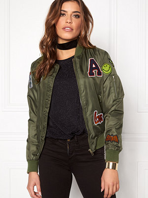 Sisters Point bomberjacka med tryck Lusa Patch Bomber Jacket