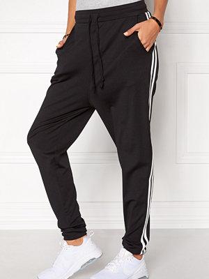 Chiara Forthi svarta byxor Cozy Track Pants