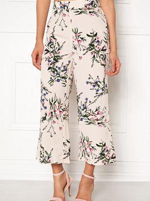 New Look mönstrade byxor Esme Floral Crop