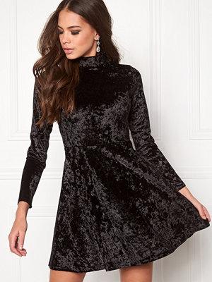 Bubbleroom Kenzie Velvet Dress