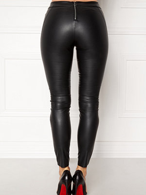 Vero Moda svarta byxor Sevena Legg PU Stretch