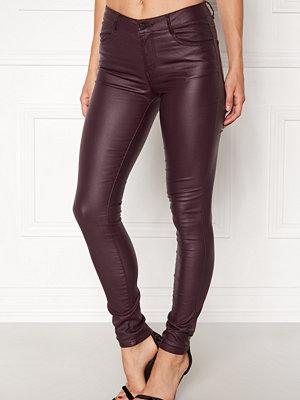 Vila omönstrade byxor Commit New Coated Jeans