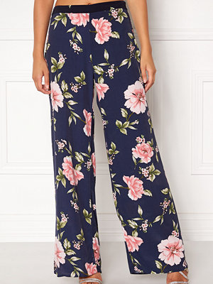 New Look mönstrade byxor Frida Print Wide Pants
