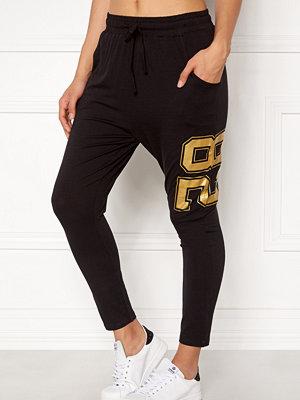 Happy Holly svarta byxor med tryck Carolyn pants