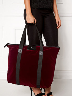 Day Birger et Mikkelsen vinröd väska Day Gweneth Velvet Bag