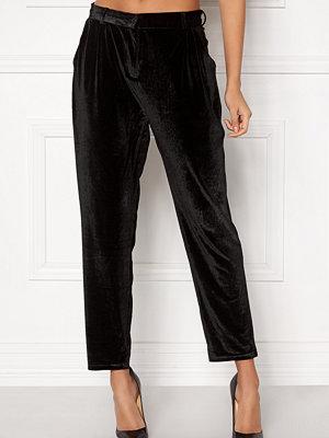 Rut & Circle svarta byxor Adina Velvet Pant