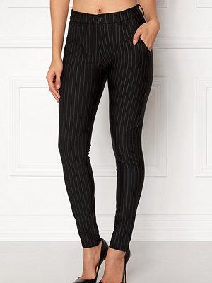 Sisters Point svarta randiga byxor New George-5 Pants