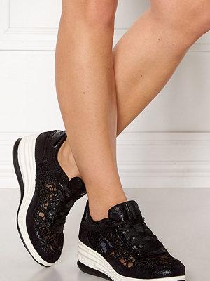 LA Gear Lush Sneakers