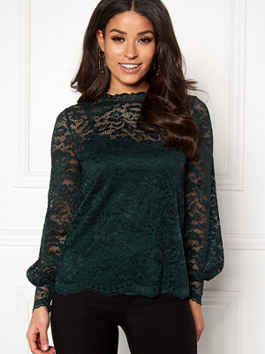 Happy Holly Edda lace top