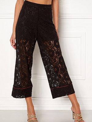 Vila svarta byxor Luas Cropped Lace Pants