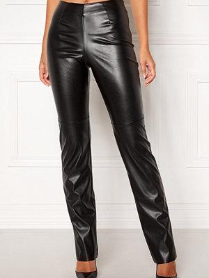 Bubbleroom svarta byxor Molly PU trousers