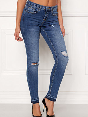 Rut & Circle Victoria Destroyed Jeans