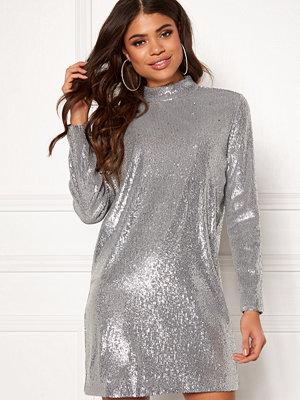 Snygga glittriga klänningar online - Modegallerian aee6451de105f
