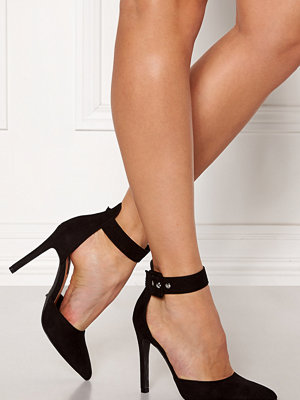 Only Chloe Buckle Pump