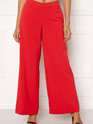 Only röda byxor Roma Wide Leg Pants