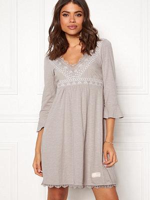 Odd Molly Lace Vibration Dress