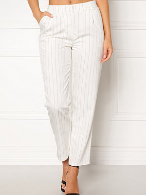 Pieces vita byxor Claire MW Ankle Pants
