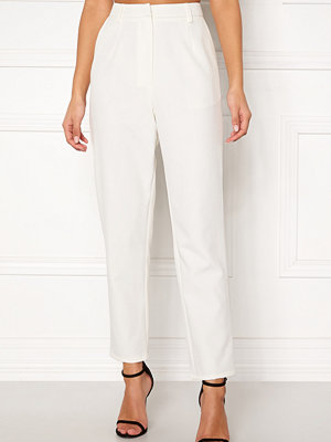 Bubbleroom vita byxor Carolina Gynning Suit trousers