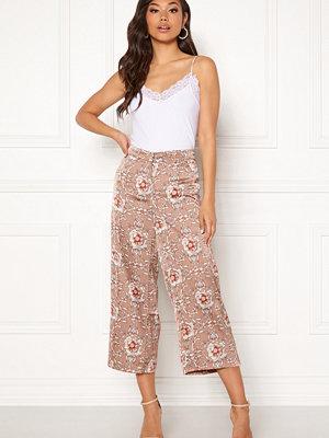 Rut & Circle beige mönstrade byxor Flower Print Trousers