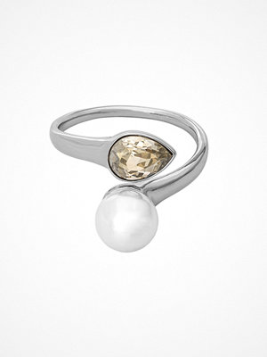 Lily and Rose Ella Pearl Ring