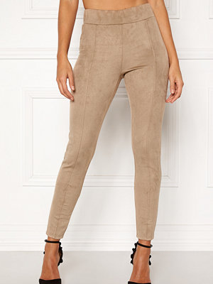 Happy Holly beige byxor Ida suede look leggings