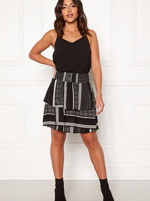 Vero Moda Quinn Short Layer Skirt
