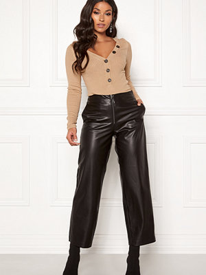 Only svarta byxor Hannah Wide Fit PU Pants