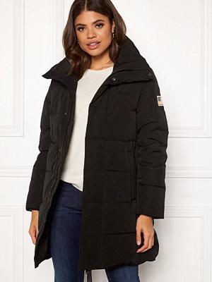 Svea Slim Fit Padded Jacket