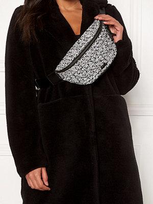 Karl Lagerfeld svart mönstrad väska Quilted Tweed Bumbag