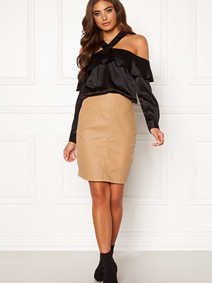 Moa Mattsson X Bubbleroom Coated skirt Camel