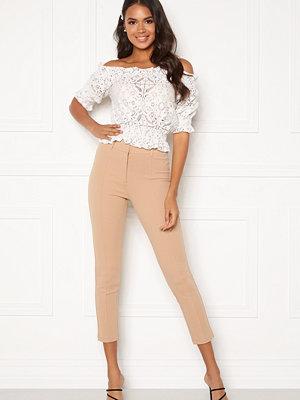 Bubbleroom beige byxor Emilia belted trousers Camel