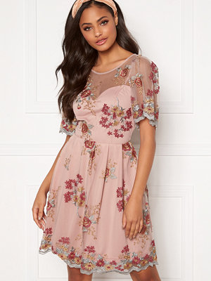 Moments New York Isolde Embroidered Dress