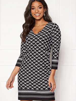 Happy Holly Blenda V-neck dress Black / Patterned