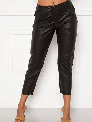 Pieces svarta byxor Ivina MW Cropped Pants