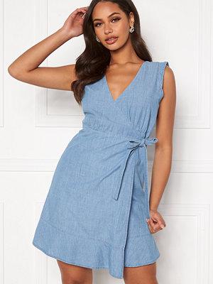 Only Elodie Life V-Nck Mini Belt Dress Light Blue Denim