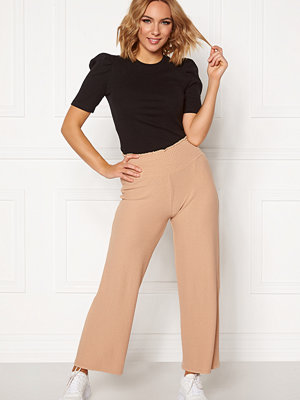 Pieces beige byxor Curl HW Cropped Pants Warm Sand