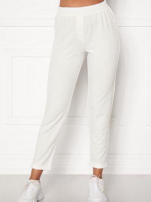 Bubbleroom vita byxor Bonita soft suit pant
