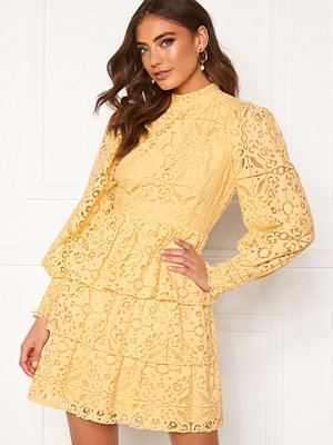 Alexandra Nilsson X Bubbleroom Lace dress Yellow