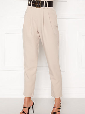 Alexandra Nilsson X Bubbleroom omönstrade byxor Super highwaisted suit trousers Beige