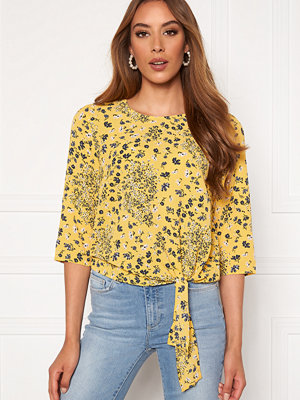 Only Nova Lux 3/4 Knot Top Misted Yellow