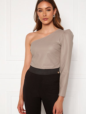 Toppar - Chiara Forthi Rosciana PU One Shoulder Top