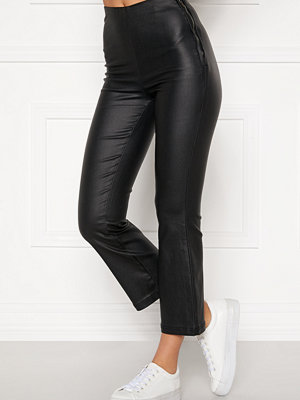 Bubbleroom svarta byxor Alicia coated kickflare trousers