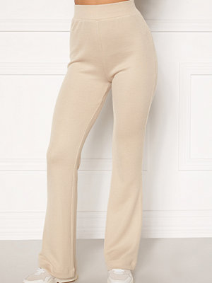 Moa Mattsson X Bubbleroom omönstrade byxor Cozy rib trousers Light beige
