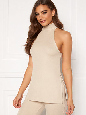 Moa Mattsson X Bubbleroom High neck side slit singlet Light beige