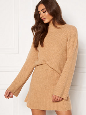 Moa Mattsson X Bubbleroom Knitted cropped sweater Camel