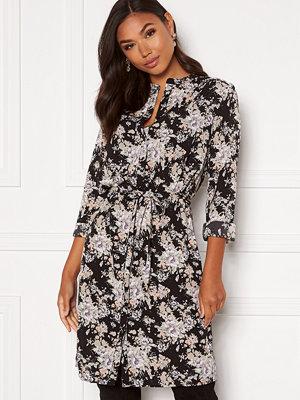 Sisters Point Valsi Dress 813 Black/Pastel
