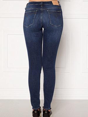 Calvin Klein Jeans CKJ 011 Mid Rise Skinny